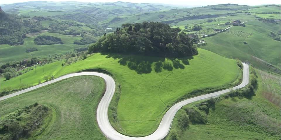 387203350-curva-toscana-collina-campo-agricoltura