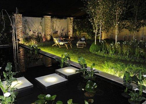 Plafoniere Giardino : Come illuminare il giardino idee e consigli hellohome